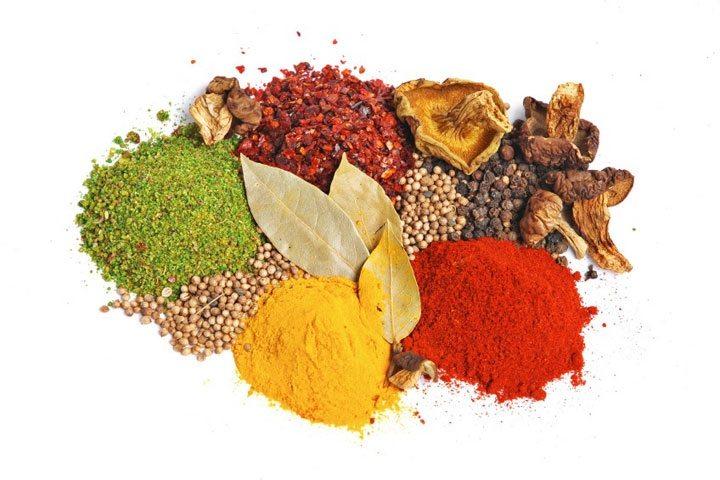 Top 10 plante si condimente anti-imbatranire