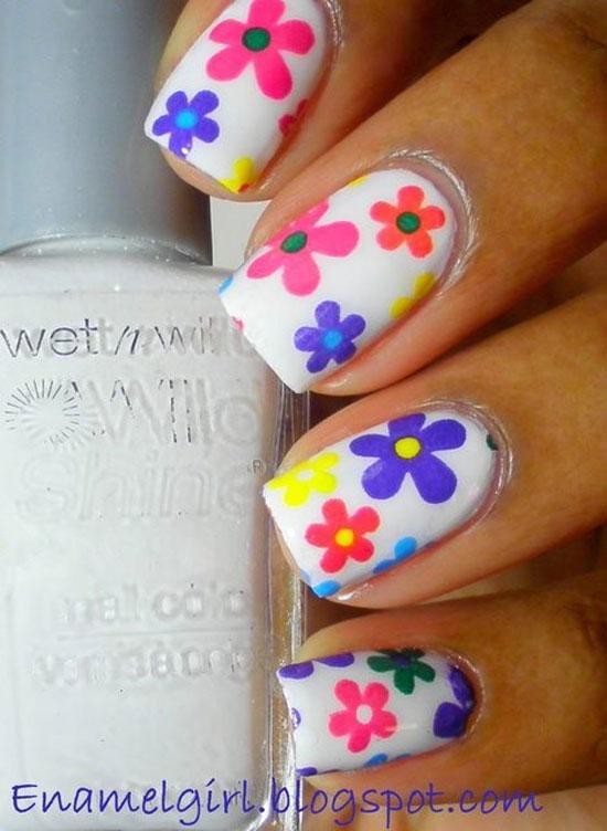 flori de primavara pe unghii