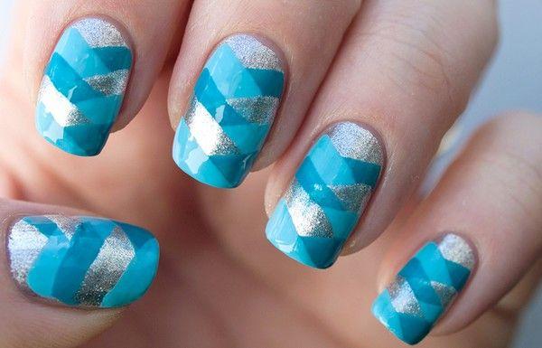 impletitura albastra pe unghii