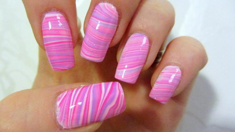 manichiura in apa model roz