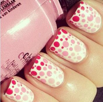 unghii cu puncte polka