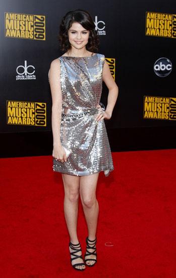 Selena Gomez in rochie de seara