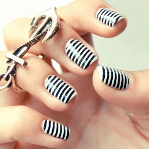 unghii cu gel alb cu negru