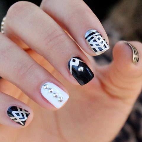 model unghii cu gel alb cu negru