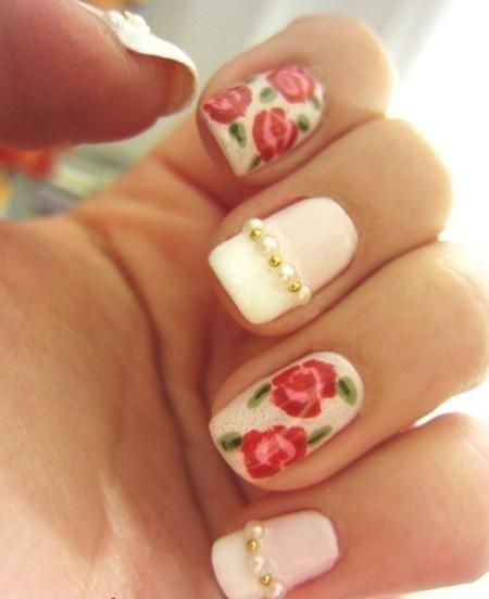 unghii cu gel cu flori si pietre