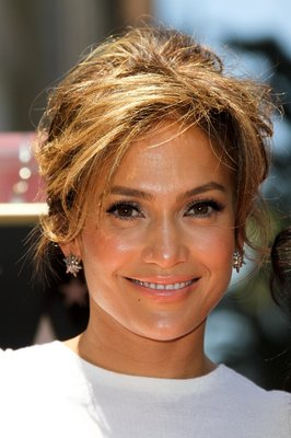 Jennifer Lopez vopsita in blond caramel