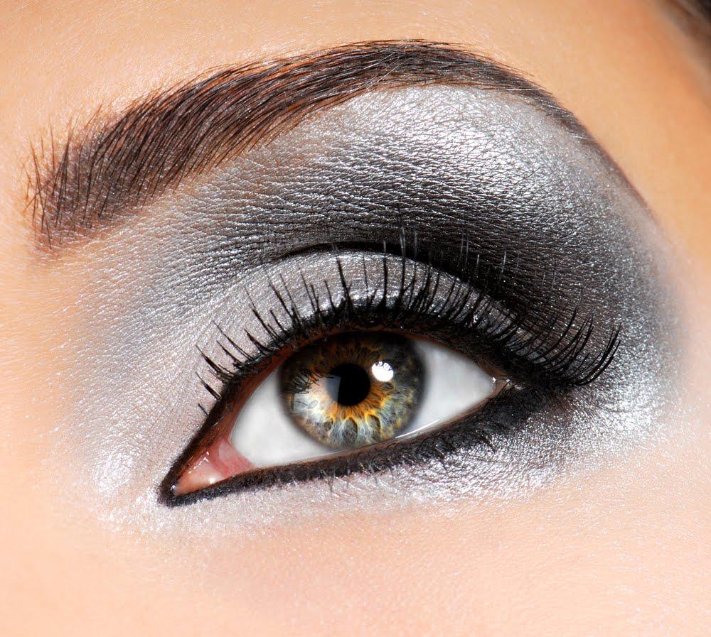 smokey eyes gri pentru ochi mici