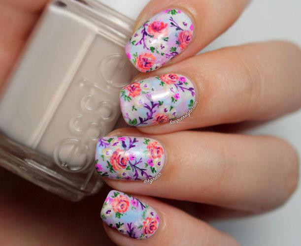 model flori de cires pe unghii