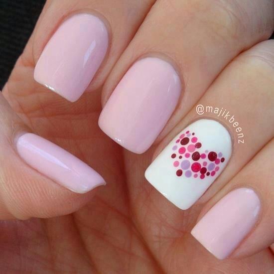 unghii roz cu inimioara