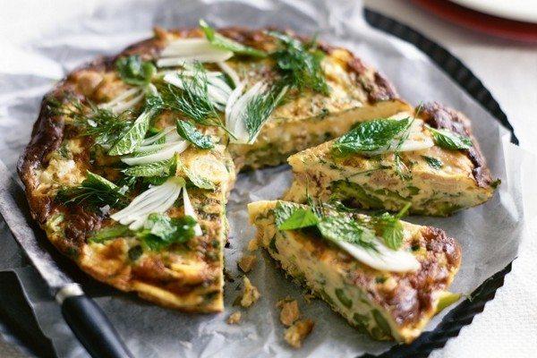 Omleta cu sparanghel, ton si ceapa verde