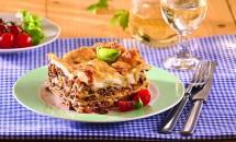 Lasagna cu carne tocată şi sos bechamel. Reţetă tradiţională