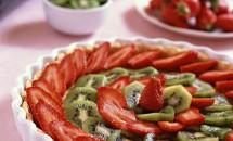 Desert FĂRĂ COACERE! Cum să faci o tartă cu fructe în doar 4 minute