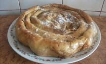 Plăcintă dobrogeană cu brânză dulce și stafide