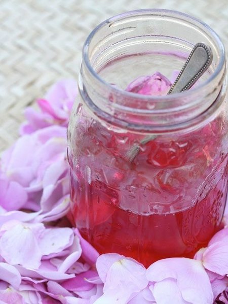 Dulceata parfumata de trandafiri