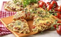 Pizza cu roşii şi caşcaval