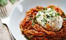 Spaghete Marinara cu oua-ochiuri