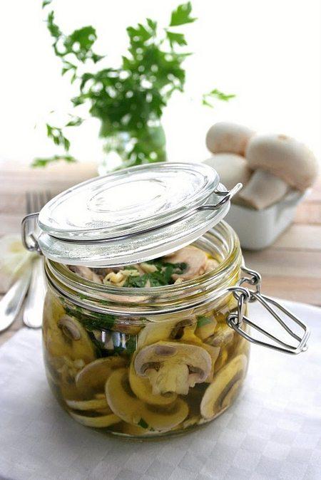 Ciuperci champignon marinate