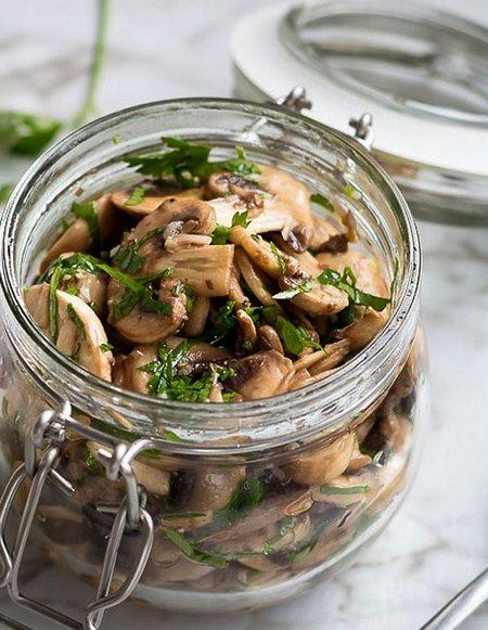 Ciuperci marinate cu pătrunjel