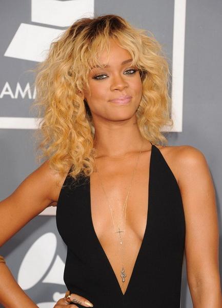 Rihanna par mediu ondulat
