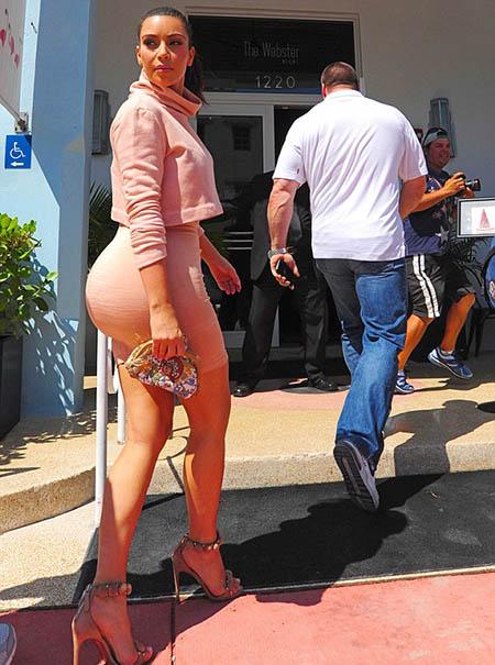 kim-kardashian greseli de vestimentatie