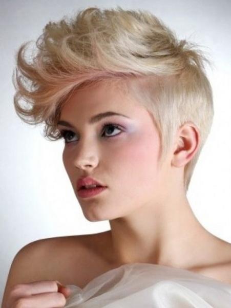 tunsoare scurta pentru par blond