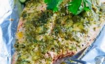 File de somon cu sos de coriandru și lime