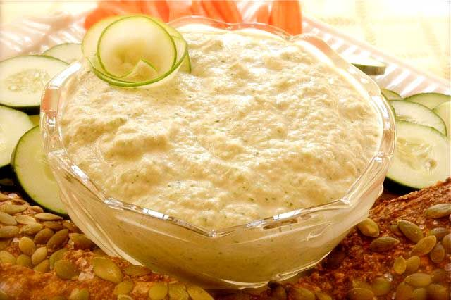 Hummus din dovlecei și castravete