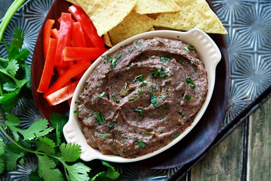 Hummus din fasole neagră