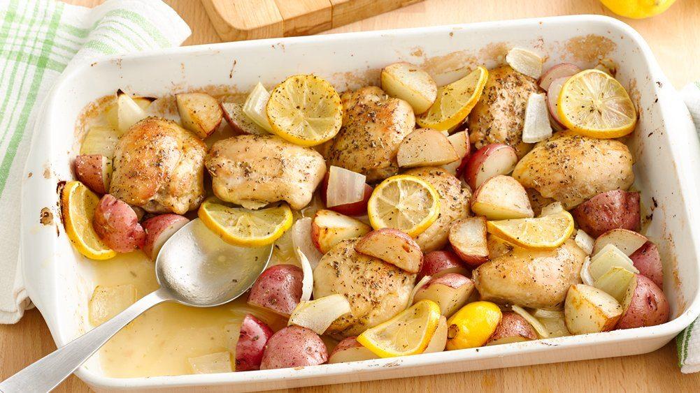 Carne de pui cu cartofi și lămâie