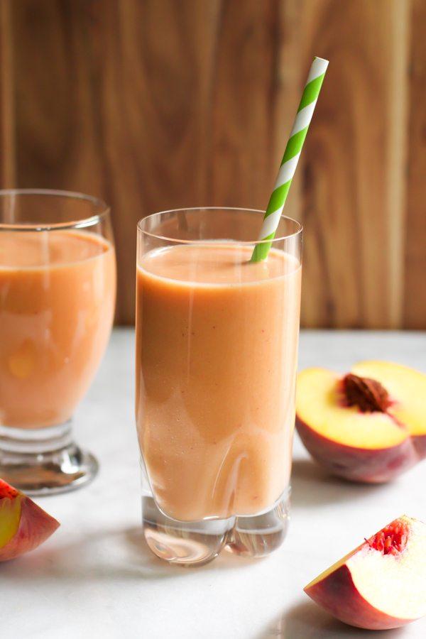 Smoothie de piersici și morcovi