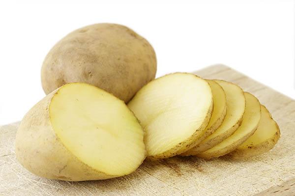 Cartofii sunt bogați în substanțe nutritive, cum este potasiul, tiamina și niacina, motiv pentru care poate fi utilizat în tratarea diverselor afecțiuni.