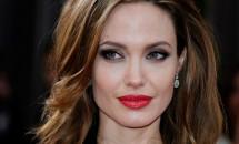 """Angelina Jolie, declaraţie surprinzătoare: """"Nu m-am văzut în postura de mamă!"""""""