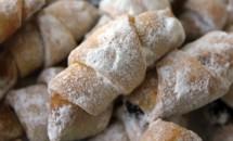 Cornulețe cu smântână și gem