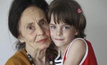 Adriana Iliescu şi fetiţa sa, cadouri de mărţişor