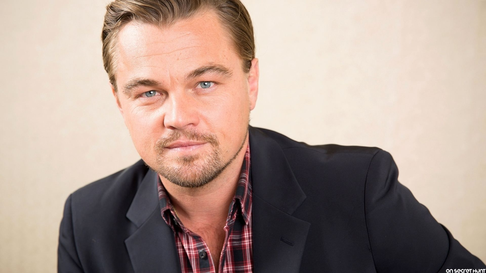 leonardo-dicaprio-2015-beach-wallpaper-4