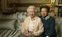 Regina Elisabeta a II-a împlineşte astăzi 90 de ani! Fotografii inedite cu cel mai longeviv monarh din lume!