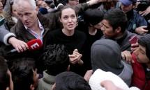 Angelina Jolie, vizită într-o tabără de refugiaţi din Grecia