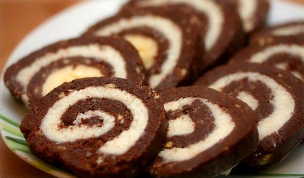 Ruladă de biscuiți și nucă de cocos