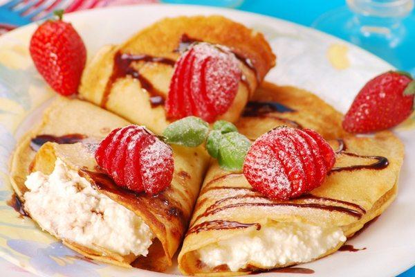 Clătite cu înghețată și fructe