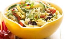 Salată cu paste în stil grecesc
