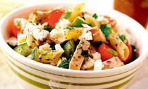 Salată cu paste și carne