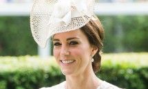 Prinţesa Kate în ipostaze delicioase cu pălării ce imită diverse feluri de mâncare