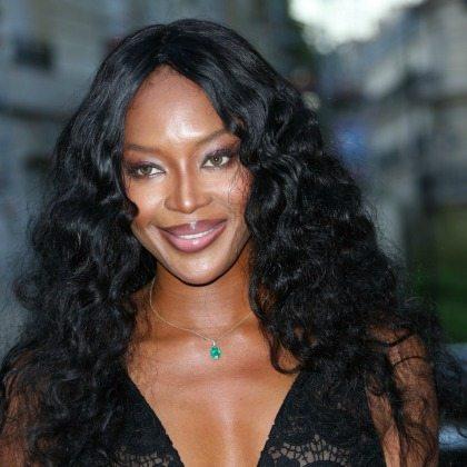 Fabuloasă la 46 de ani! Vezi cum arată acum Naomi Campbell în costum de baie!