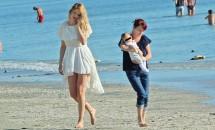 Valentina Pelinel, la plajă însoțită de băiețelul ei! Vezi primele imagini cu fiul lui Cristi Borcea!