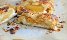 Ștrudel cu mere și cremă de brânză