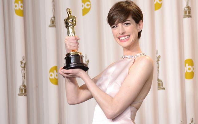 """Anne Hathaway s-a prefăcut că e fericită când a câștigat Oscarul! """"Am fost nevoită să stau în faţa oamenilor şi să simt ceva ce nu simţeam cu adevărat şi anume fericirea pură!"""""""