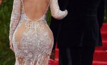 Kim Kardashian recunoaște în sfârșit că are implanturi în fese. Însă, mai sunt multe de adăugat acestei povești