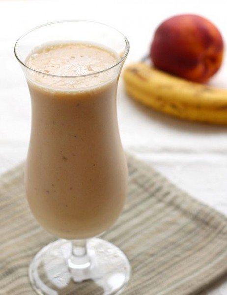 Smoothie din banană și piersică