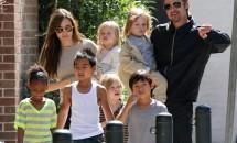 A izbucnit în lacrimi când și-a văzut copiii! Brad, prima vizită oficială de după divorț!