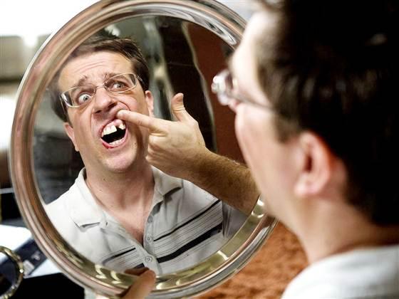 Ai visat vreodată că îți cad dinții